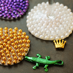 29340 rustandsunshine Reuse your Mardi Gras beads to make these