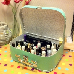 A Suitcase for your Nail Polishes