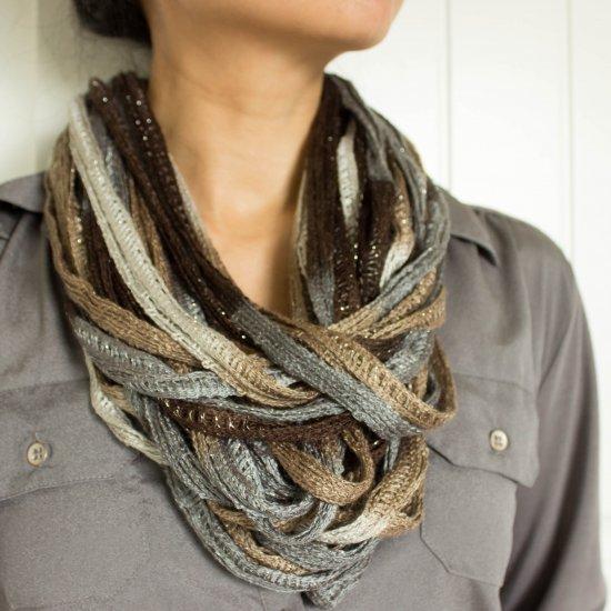Ruffle Yarn Necklace