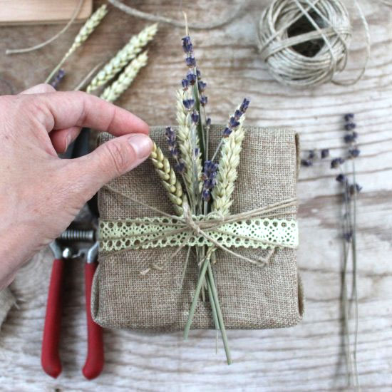 Make gift packages rustic